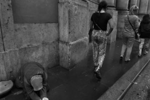 """fot. Timm Stütz - Bettlerin - """"Roma à la HCB"""""""